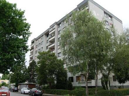 Urbaner Wohn(t)raum im aufstrebenden Zentralraum Linz in dennoch grüner ruhiger Umgebung! 4-Räume u. eine Loggia ermöglichen…