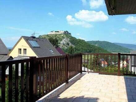 Grandioser und wunderschöner Blicklick auf den Schloßberg und die Burg! Gemütliches Einfamilienhaus, sehr gepflegt, vollunterkellert…