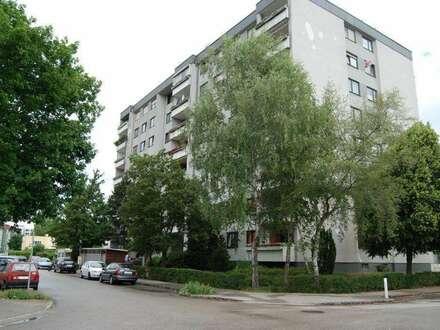 Urbanes Wohnen im pulsierenden Grossraum Linz in dennoch naturnaher grüner Umgebung! 2 Kinderzimmer u. eine Loggia ermöglichen…