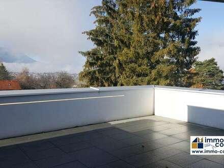 Lifestyle vom Feinsten – GÖTZENS Doppelhaushälfte mit puristischen klaren Design, herrliche Dachterrasse & optimale Parksituation