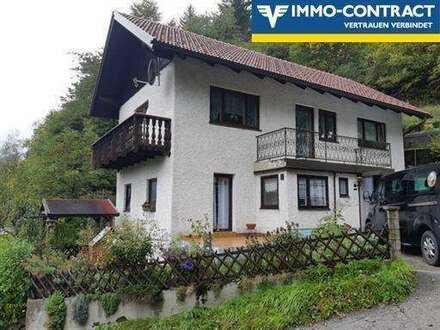 Gemütliches Wohnhaus mit Balkon in sonniger Lage
