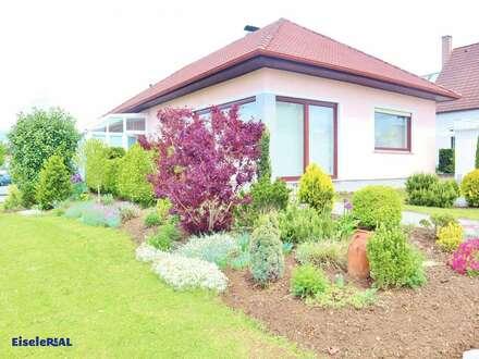 toller Bungalow - großer Garten - 3 Garagen - Keller