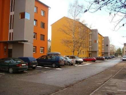 sonnige, geräumige 3-Zimmer Erdgeschoßwohnung mit Balkon, sanierte Siedlung für Jung und Alt, provisionsfrei