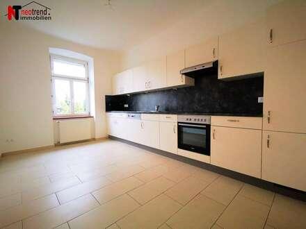 Neuwertige, helle und ruhige 2 Zimmer Wohnung mit Carport und eigenem Gartenanteil
