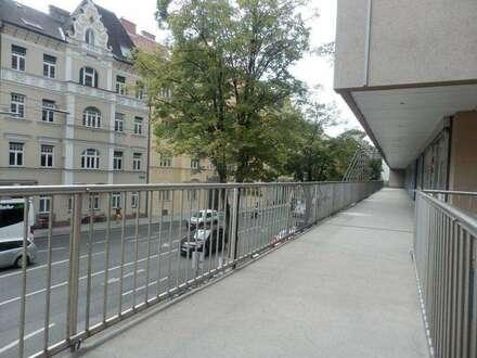Vielseitig nutzbares, zweigeschossiges Gewerbeobjekt/ Büro mit großen Freiflächen in bester Innenstadtlage