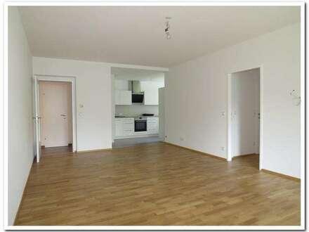 Parkblick: Top sanierte 4 Zimmer-Wohnung mit Loggia und Garage