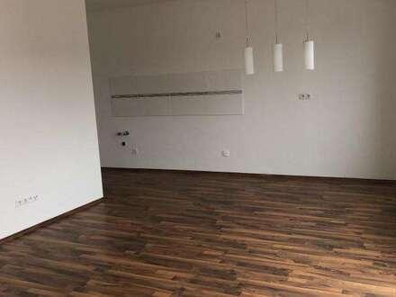 Helle 2 Zimmerwohnung mit Balkon und Parkplatz in Eggendorf. Inkl. Heizkosten!!