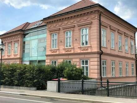 Modernes und helles Büro/Praxis in zentraler Lage Badens!!!