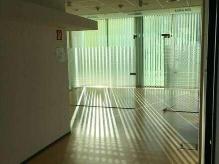 Moderne, helle Büroräumlichkeiten in zentraler Lage