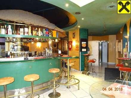 Bar / Café im Zentrum mit großen Lagerflächen