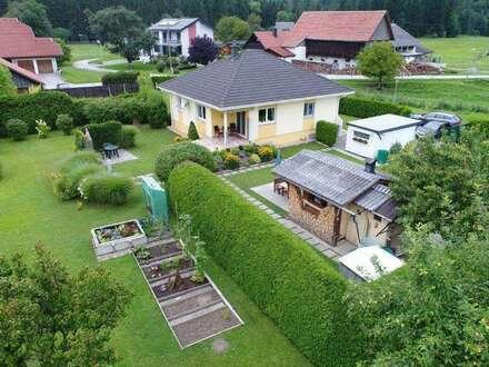 Sehr gepflegter Bungalow in sonniger Lage mit sehr großem Grundstück zu verkaufen