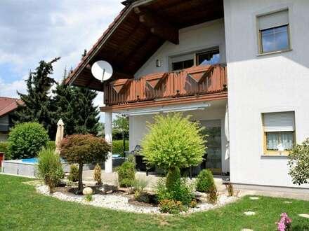 Sehr energieeffizientesr Zweifamilienhaus mit großem Garten und Pool (gesammte Stromkosten für Heizung und Strom 65€/Monat)
