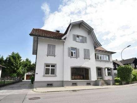 Wohnen & Arbeiten unter einem Dach - Wohnhaus mit Geschäftslokal/Ausstellungsraum zu vermieten!