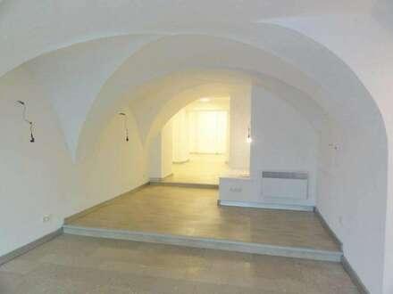 TOP STANDORT IM STADTZENTRUM - DIREKT AN DER EINKAUFSSTRASSE - STRASSENSEITIGE SCHAUFENSTER - MIETE: Geschäftsfläche in Bischofshofen