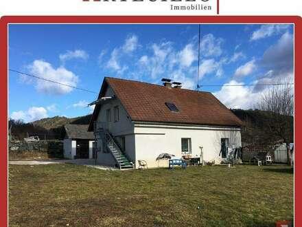 Gallizien: Preiswertes Haus mit Hofgebäude, bezugsfertig