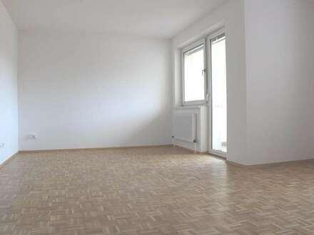 Wohnen im Grünen - Herrlicher Ausblick auf das Murufer - 3-Raum-Wohnung mit Loggia und Parkplatz vor dem Haus - Provisionsfrei!!!