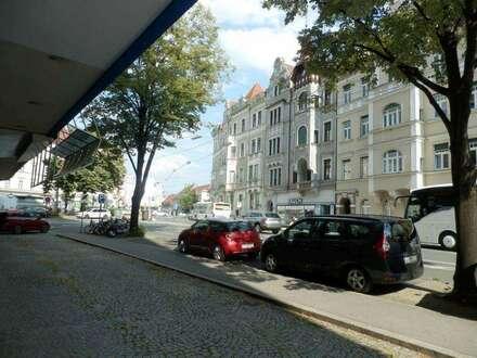Perfekte Innenstadtlage - Wohnungseigentumsobjekt/Büro mit vielseitig nutzbaren, teilüberdachten Freiflächen