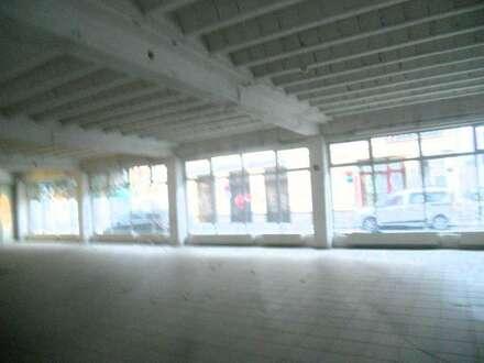 Geschäftsflächen im Erdgeschoß - Tolle Lage , barrierefrei