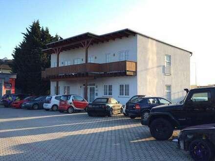 GEWERBEPARK DONNERSKIRCHEN - Bürohaus mit Balkon! Garten! Gepflegter Zustand! Stellplätze!