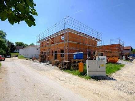 Haid: Moderne Doppelhaushälfte in zentraler Lage