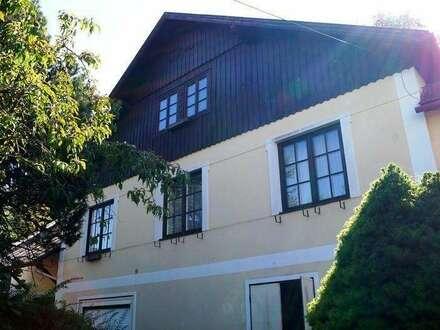 """Repräsentative Altvilla Gebäude Typus """"Herrenhaus"""" auf uneingesehenem Grundstück in zentraler Lage"""