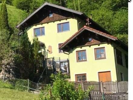 Einfamilienhaus in idyllischer Waldrandlage mit atemberaubendem Ausblick!