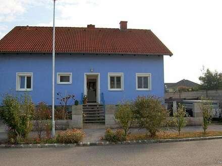 Hübsches Einfamilienhaus in Ruhelage mit sehr viel Gestaltungsspielraum und traumhaften Garten!