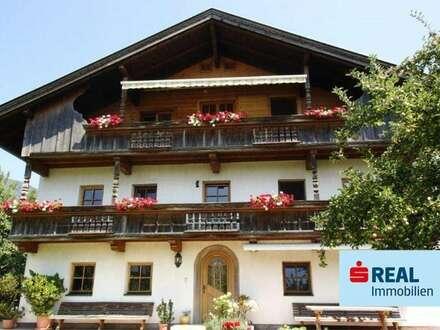 Geschlossener HOF mit ca.11 ha und einer walzenden Fläche von ca. 2 ha gelangt in Kramsach zum Verkauf