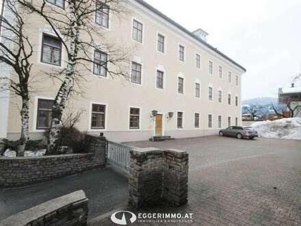 5760 Saalfelden: Zentrum Büro / Praxis Gebäude 855m² Büroflächen auf 3 Etagen aufgeteilt, 10 Parkplätze und 4 Garagen vorhanden!
