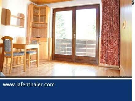 Kleine Wohnung mit herrlichem Weitblick im 3. Obergeschoss in zentraler Lage mit Lift und Balkon