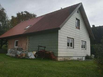 Kleines Wohnhaus mit eine zusätzliche Bauparzelle im Dorfzentrum von Yspertal!