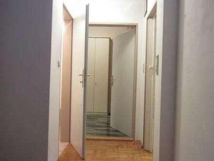 Privathaus- 2 Zimmerwohnung wird vermietet.