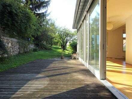 Exklusiv - Wunderschöne, sehr hochwertige Liegenschaft mit großer Terrasse und wunderschönem 2.000 m² Garten