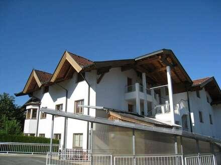 ID 0571 - MIETE ! Gemütlich und neuwertig ! Dachgeschosswohnung mit 3 Schlafzimmern und großem Wohnraum, praktisch, gepflegt…