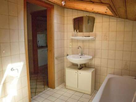 Nach Renovierung fast wie neu: WG-geeignete 2-Zimmer-Wohnung in Eugendorf (Fotos vor Renovierung)