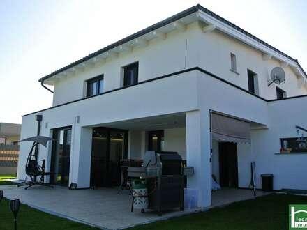 NEU am MARKT- Designervilla mit Pool, Doppelgarage, Keller, Garten CO² neutrale Heizung