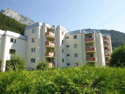 Geräumige, wunderschöne 3-Zimmer-Wohnung mit einladender Loggia u. Lift! Ausgewählte Nachbarschaft! Wohlfühloase für Naturliebhaber!