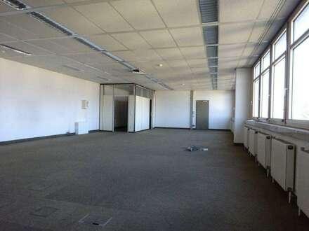 Sehr zentral gelegene Gewerbefläche mit diversen Nutzungsmöglichkeiten - 243 m² - 1. Monat mietfrei