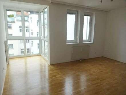 Ruhige, helle 2 Zimmer Wohnung, Hofruhelage mit Fernsicht, begrünte Gemeinschaftsterrasse im Hof + Garagenstellplatz