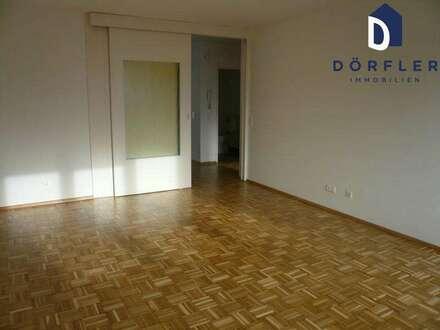 Steindorf - Großzügige und helle 2-Zimmerwohnung mit Seeblick