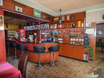 Großes Geschäftslokal/Bar/Restaurant im Zentrum