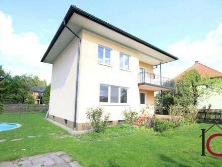 Das ideale Zuhause für Ihre Kleinfamilie! Charmantes Wohnhaus mit Doppelgarage in schöner Villenlage