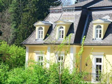 Luxus Altbau-Wohntraum mit eigener Dachterrasse in historischem Biedermeier-Gebäude. 4 Zimmer !