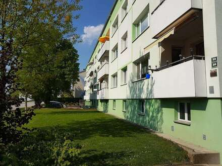 Qualitätsvolles Wohnen mit viel Raum: Preiswerte XXL-4-Raum-Wohnung mit Loggia! Naturnahe Lage am Inn dennoch nahe dem Stadtzentrum…