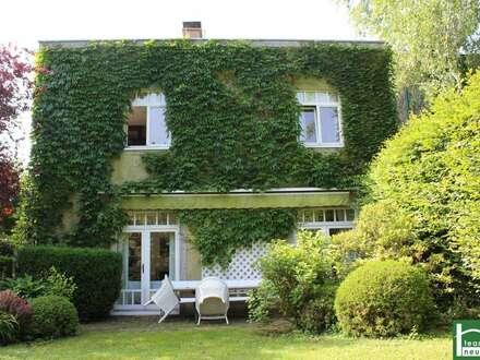 Traumlage mit Altbauvilla im grünen 18. Wiener Gemeindebezirk. Wo man der Natur nahe ist und doch rasch inmitten des Geschehens!