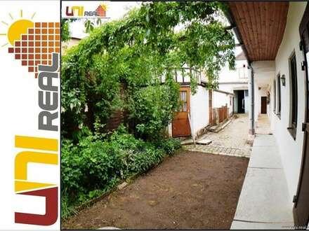 - Uni-Real -Bauernhaus mit Nebengebäuden