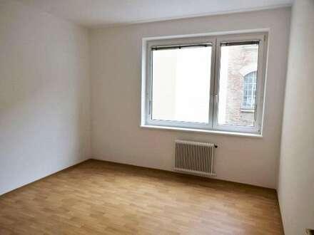 Helle, ruhige 2 Zimmer-Wohnung in U-Bahn Nähe, 45m², unbefr., nur schriftl. Anfragen!