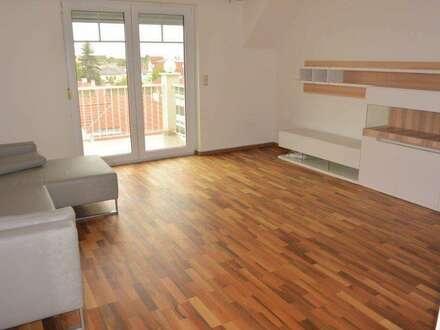 Sonnige und helle Dachgeschoßwohnung + Balkon + Garage + Warmwasser + Heizung