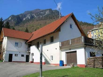 Saniertes Wohnhaus in Ferlach (Unterloibl) mit großzügiger Grundstücksfläche (2156 m²) und Eisstockbahn
