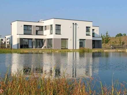 Gekuppelte Architektenvilla am Wasser